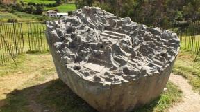 Lado Este: Representa estructuras hidráulicas usadas por nuestros antepasados.