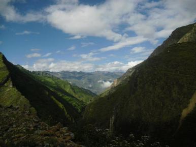 Por donde vayamos, a lo largo de nuestro territorio vemos los Qhapac Ñan......