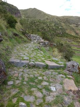 Camino Inca en perfecto estado de conservación en Tipón Cusco