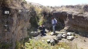 El autor de la nota, Ronald Ancajima tomando agua en uno de los puquiales, agua cosechada de la amuna. Fresca, que nos supo a dioses luego de subir a mas de 4,000 msnm