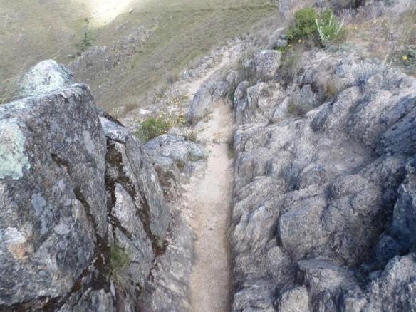 Figura 32. Piedra labrada para dar paso al canal.