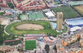 Huaca que delimita la pista atletica - Lima