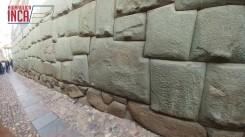 ...muro donde se encuentra la famosa piedra de los doce (12) ángulos...