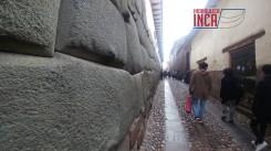 ...alrededores del palacio de Inca Roca, construida con una piedra diorita de color verdoso