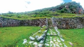 Los andenes y las paqchas (fuentes de agua) son elementos que estaban presentes en los lugares sagrados
