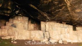 Muro inca donde han ubicado dos hornacinas