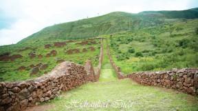 Impresionante muro que rodea la ciudad de Pikillacta