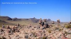 El apu Oscconta con sus apachetas en señal de respeto